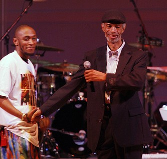 Gil Scott-Heron ft. Mos Def &#8211; New York is Killing Me