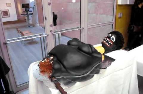 Makode Linde – Painful Cake [Video]